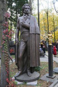 Двор музея Зураба Церетели полон скульптур. Это Александр Пушкин. Фото: Владимир Смоляков