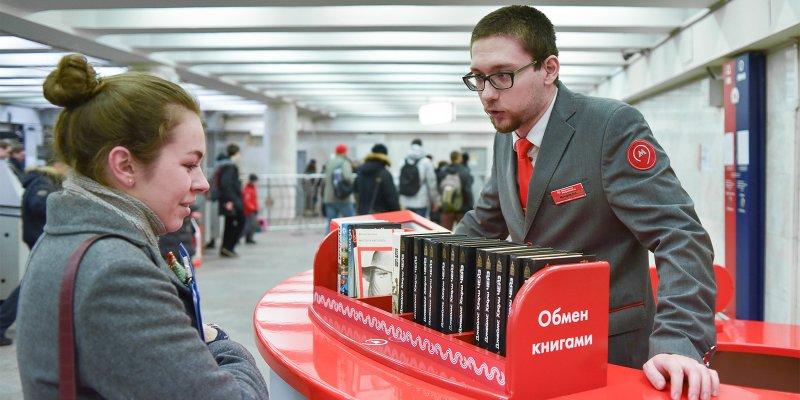 Произведения Пастернака и Есенина стали популярными у пассажиров метро