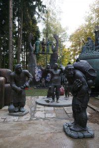 Двор музея Зураба Церетели полон скульптур. Множество абстракционных работ. Фото: Владимир Смоляков