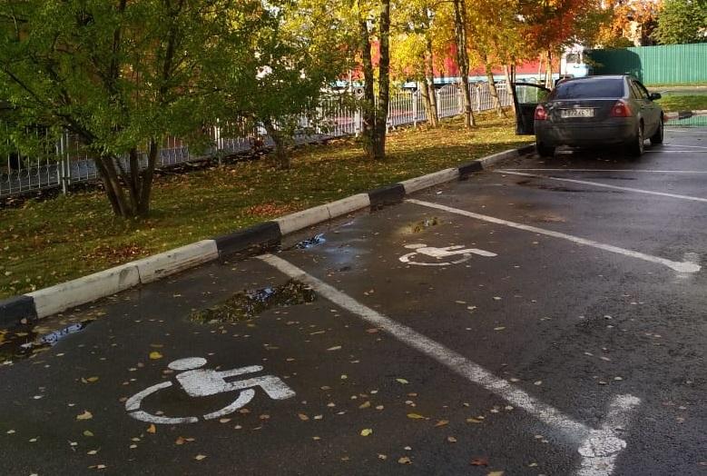 Обновление разметки на парковках провели в Краснопахорском