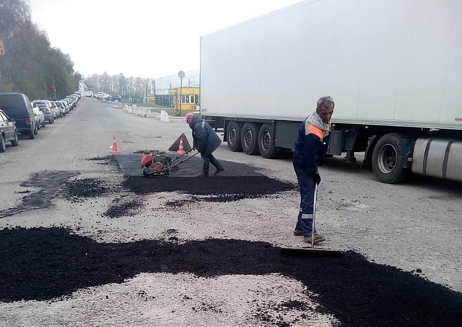 Ямы на дорогах Рязановского заделают