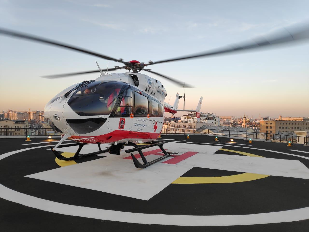 Вертолетами МАЦ эвакуировали пострадавших, доставленных в Москву из Керчи