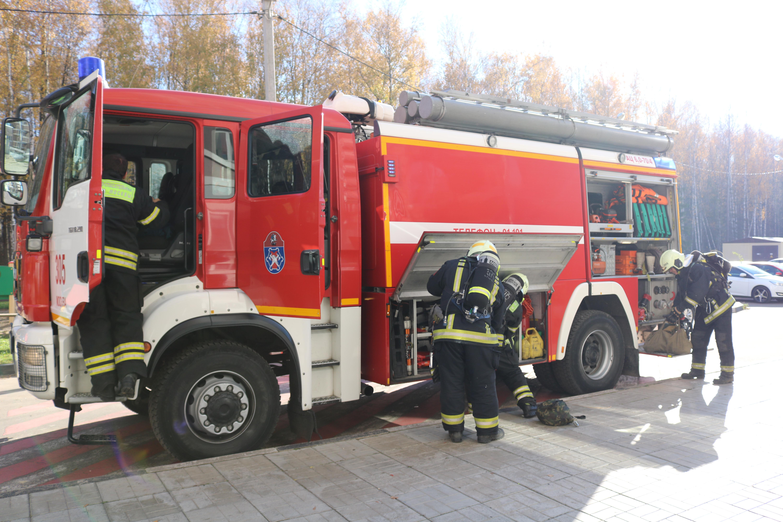 Пожарные 305-го пожарно-спасательного отряда провели учения в ТиНАО