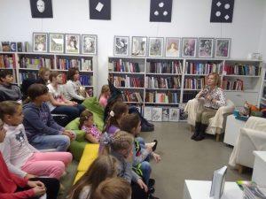 Главным сюрпризом праздника стала встреча с детской писательницей. Фото: библиотека №263