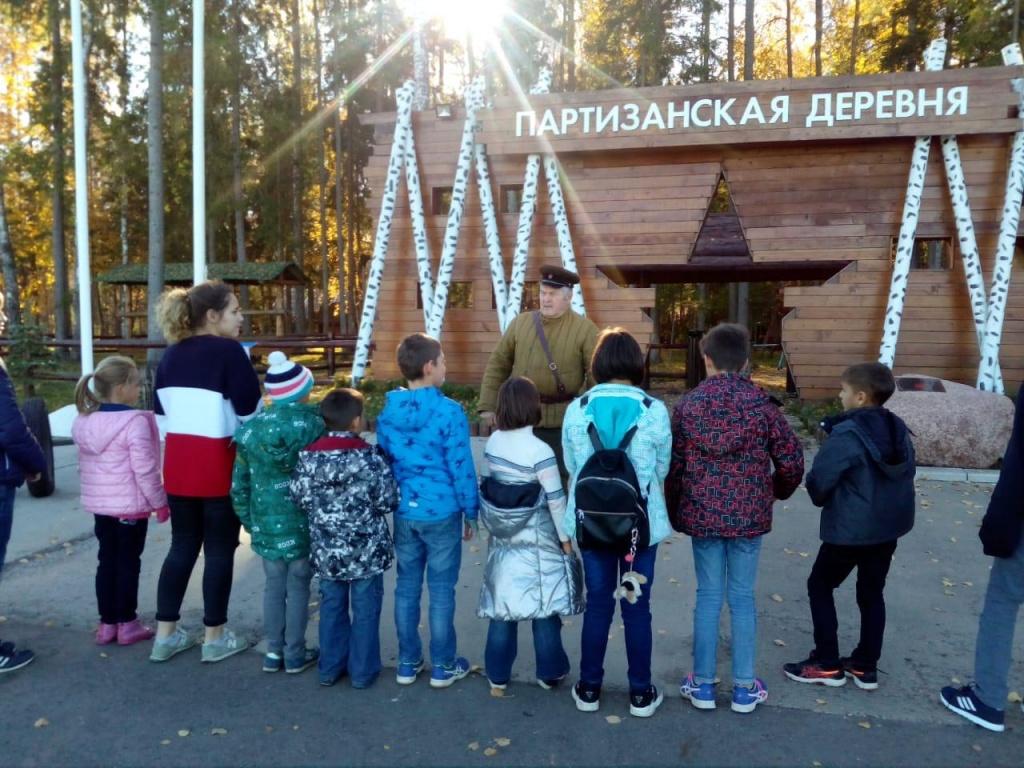 Ребята из «Молодой гвардии» Внуковского побывали на экскурсии о военной технике