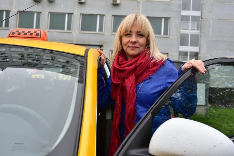 Сотрудники Департамента транспорта выяснили число ежедневных поездок москвичей на такси