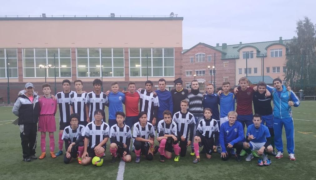 Спортсмены из Первомайского поучаствовали в футбольном матче в англо-американской школе