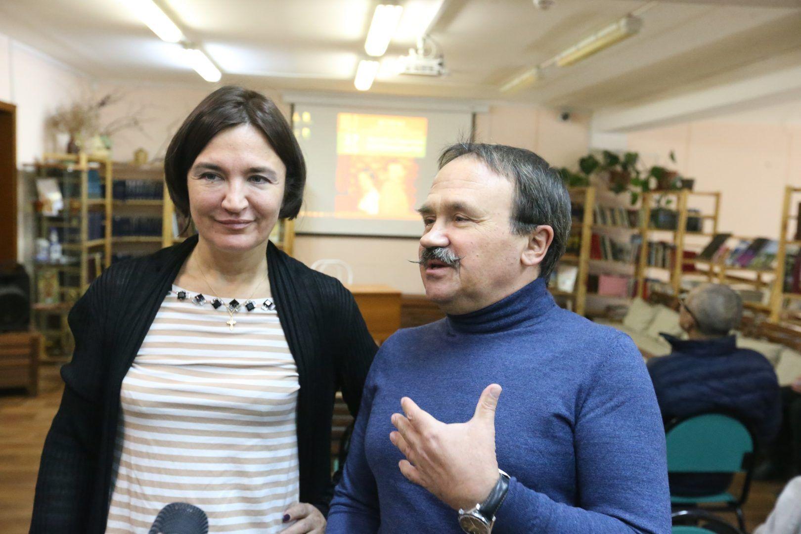 17 ноября 2018 года. Московский. Анна и Сергей Литвиновы во время встречи с читателями в одной из библиотек поселения. Фото: Виктор Хабаров
