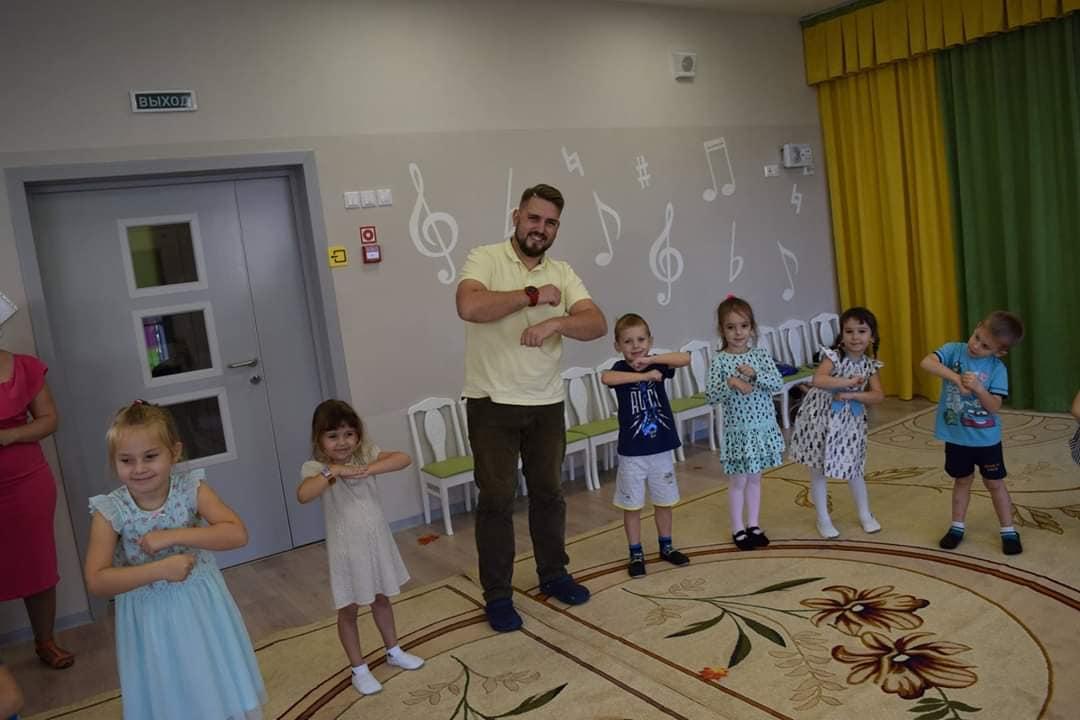 Воспитатель Дмитрий Вавилов стал участником конкурса «Педагог года»