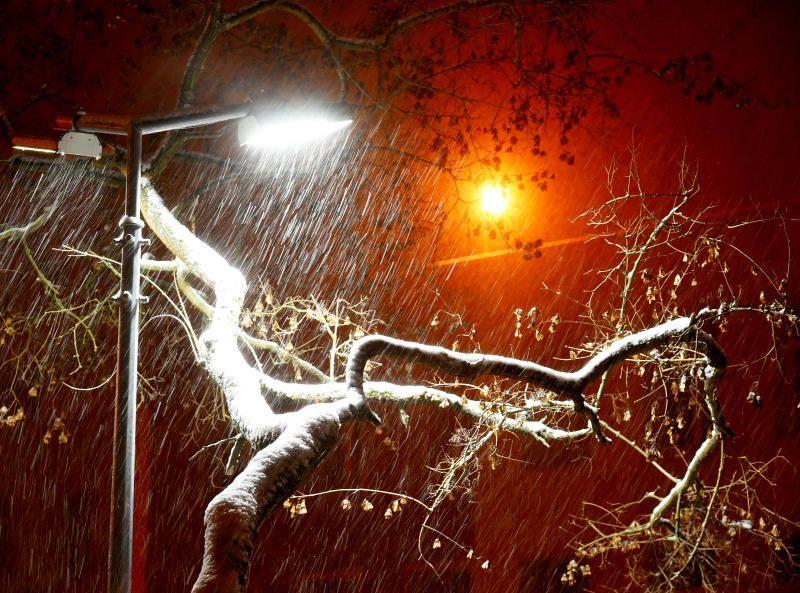 Москвичам пообещали на выходных снег и ветер