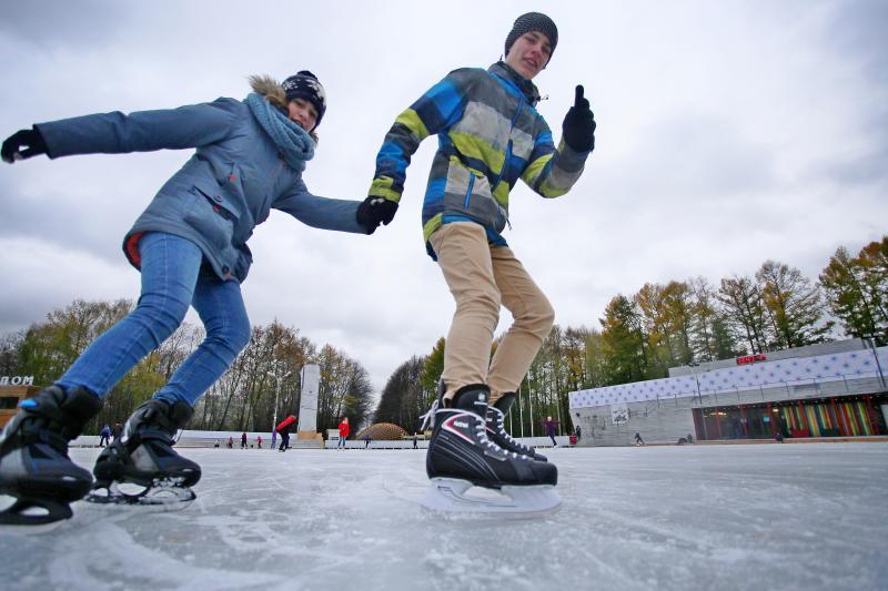 В Москве к воскресенью откроют 17 катков с искусственным льдом