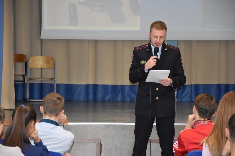 Сотрудник ОНК УВД по ТиНАО провел лекцию для подростков