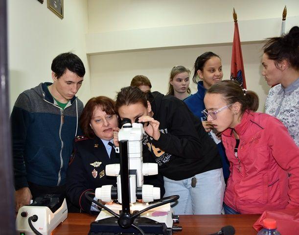 Сотрудники полиции УВД по ТиНАО провели экскурсию для воспитанников Филимонковского детского дома-интерната «Солнышко»