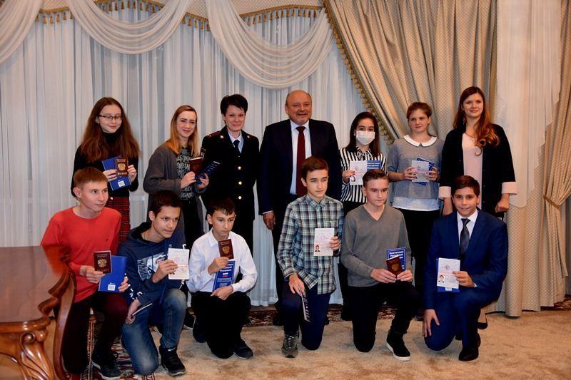 В ТиНАО юным гражданам России вручили паспорта