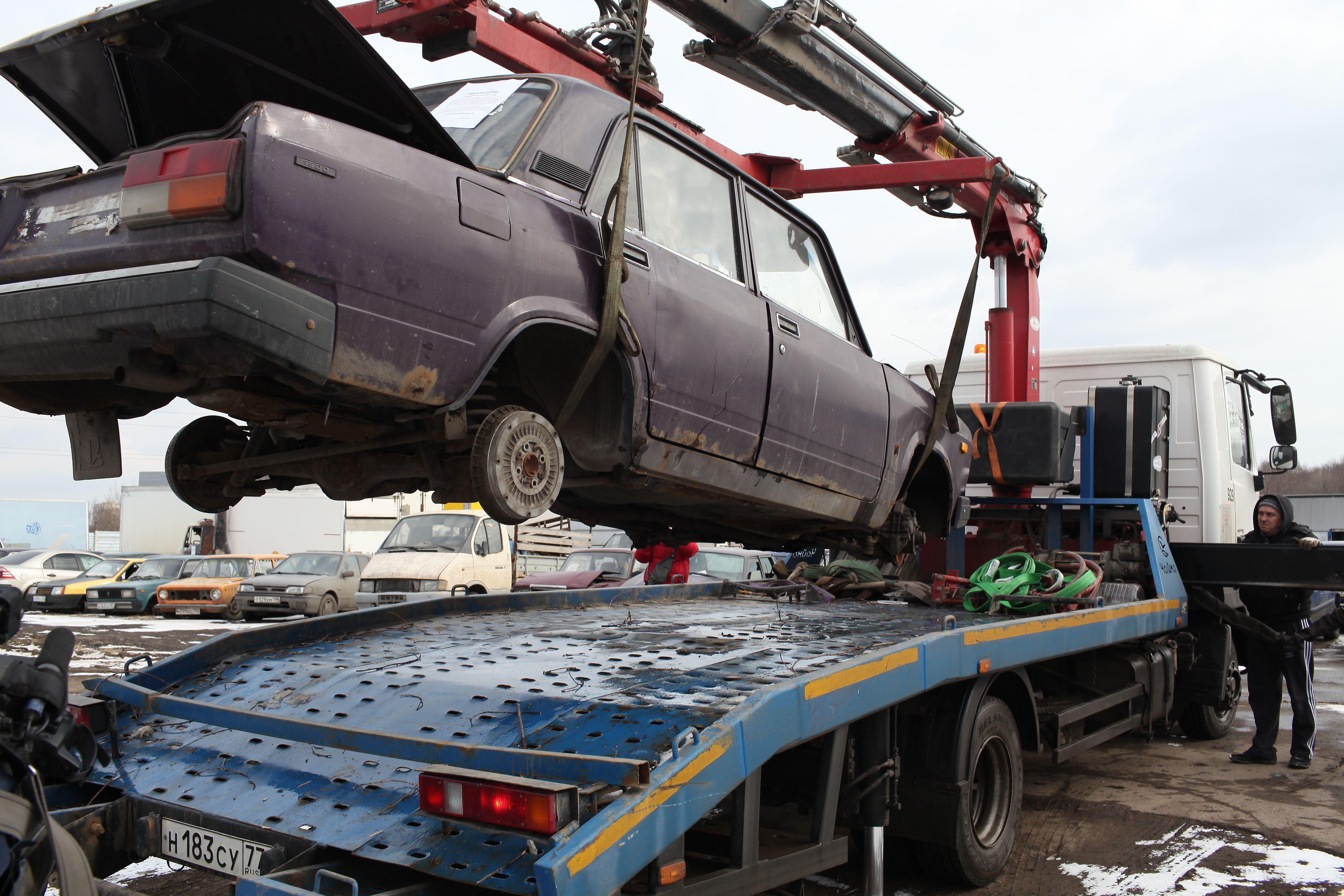 Рейд по обнаружению брошенных автомобилей пройдет в Киевском