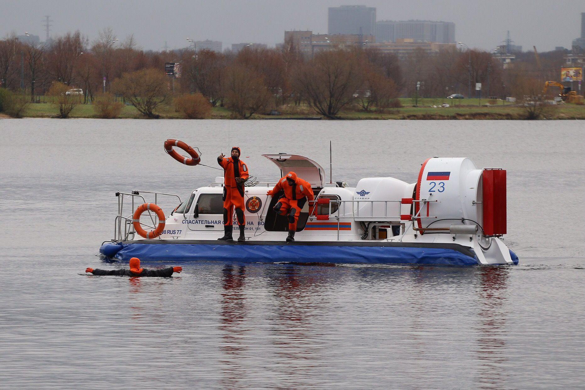 Спасатели поисково-спасательной станции «Троицкая» спасли тонущего молодого человека