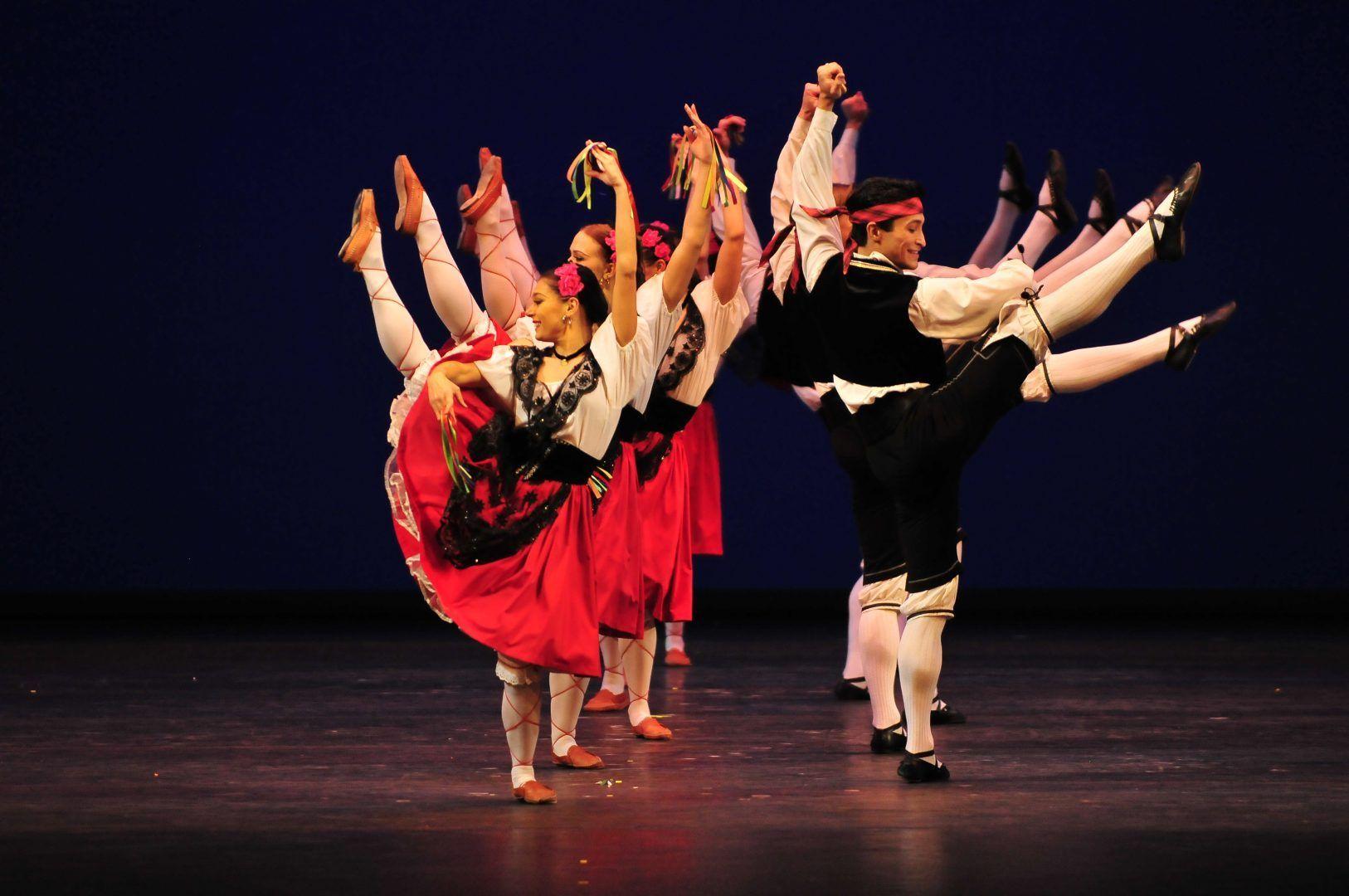Творческие коллективы выступят на празднике в честь Дня народного единства. Фото: архив, «Вечерняя Москва»