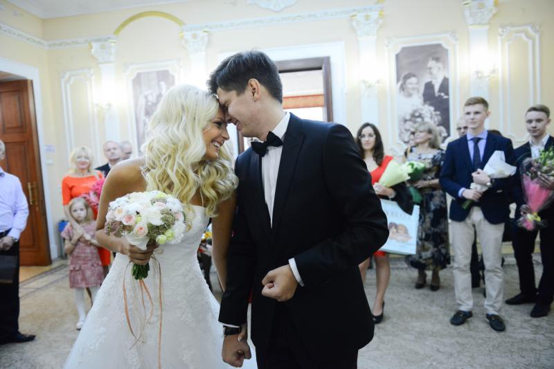 В Москве более тысячи пар приурочили свадьбы ко Дню матери
