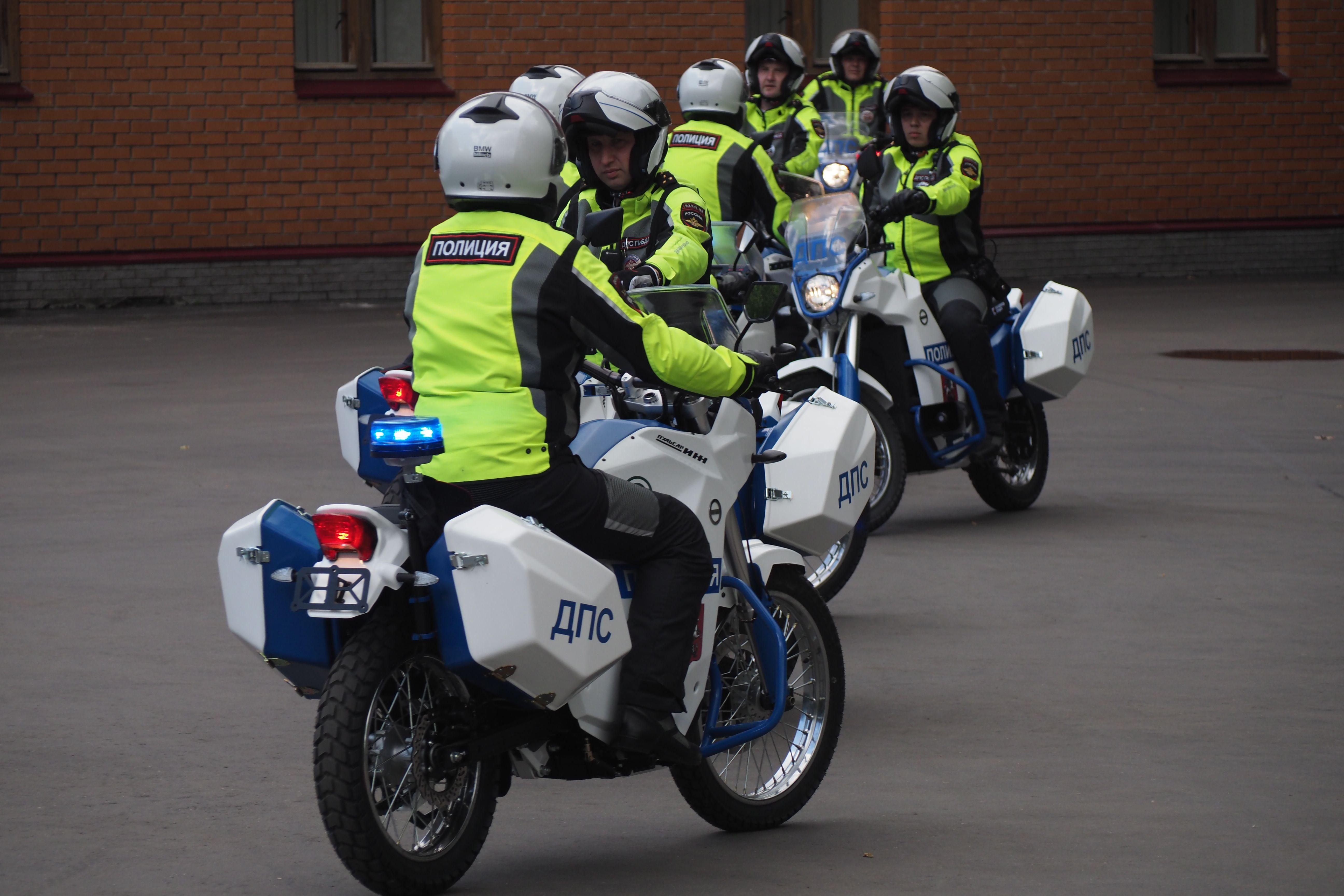 Полиция Новой Москвы прибыла на массовое ДТП в деревне Кресты
