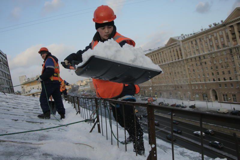 В Москве камеры будут контролировать уборку снега с крыш