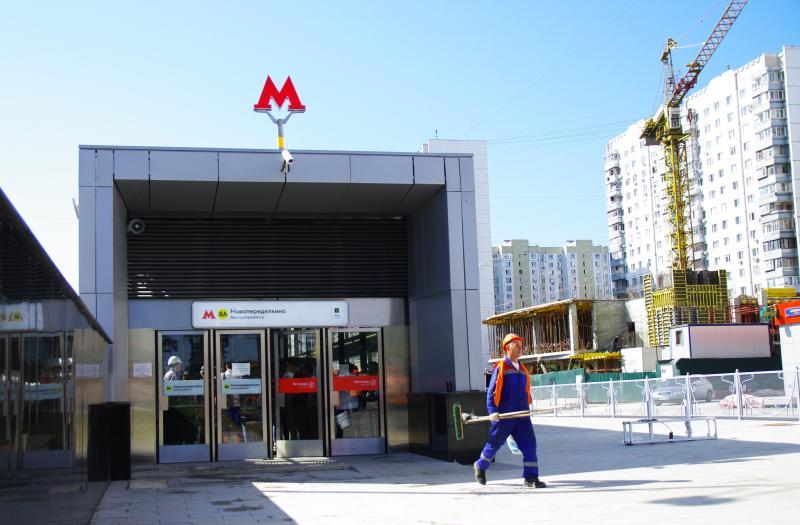 Уличные фонари и торшеры установили у станции метро «Новопеределкино»