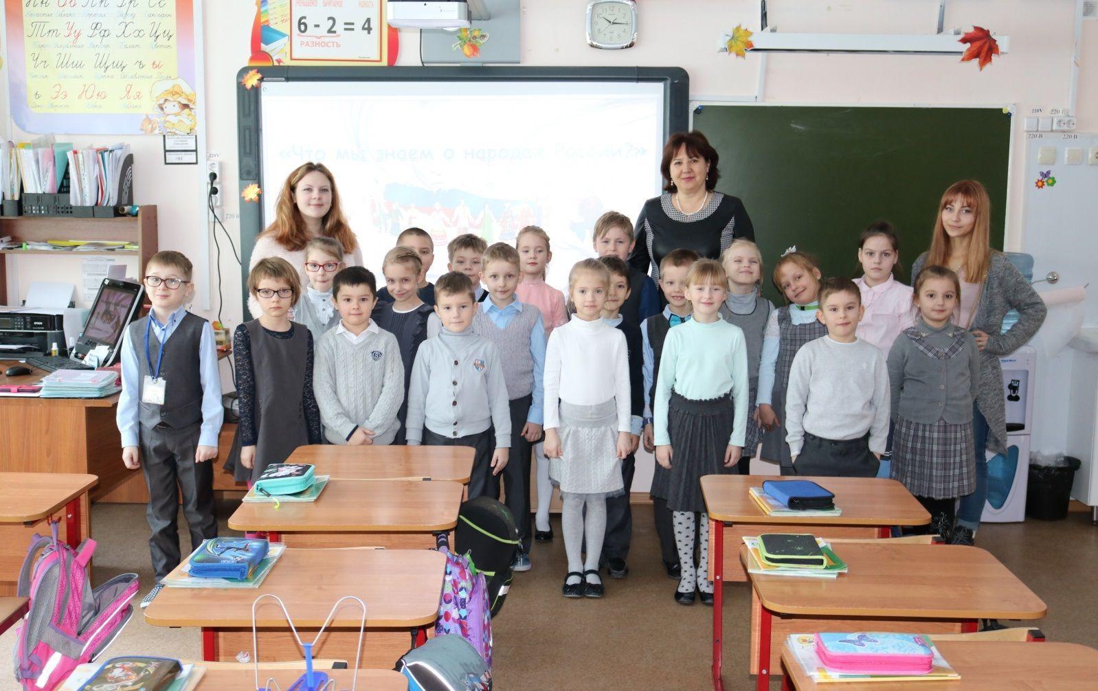 Активисты поселения Рязановское организуют профилактическую беседу со школьниками