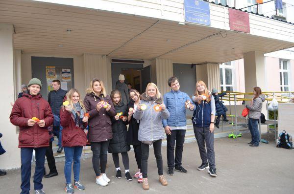 Активисты общенародного фронта провели совместную акцию с московскими школьниками