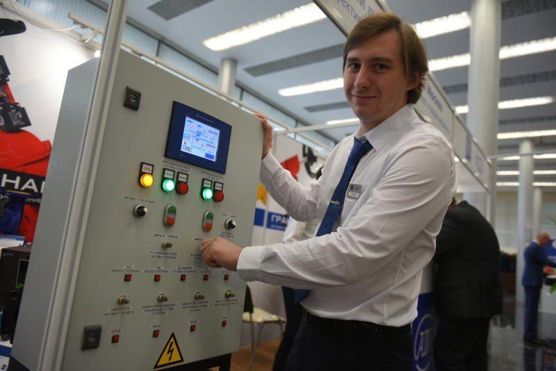 Энергетики ТиНАО стали тратить в три раза меньше времени на устранение неполадок сети. Фото: Александр Кожохин, «Вечерняя Москва»