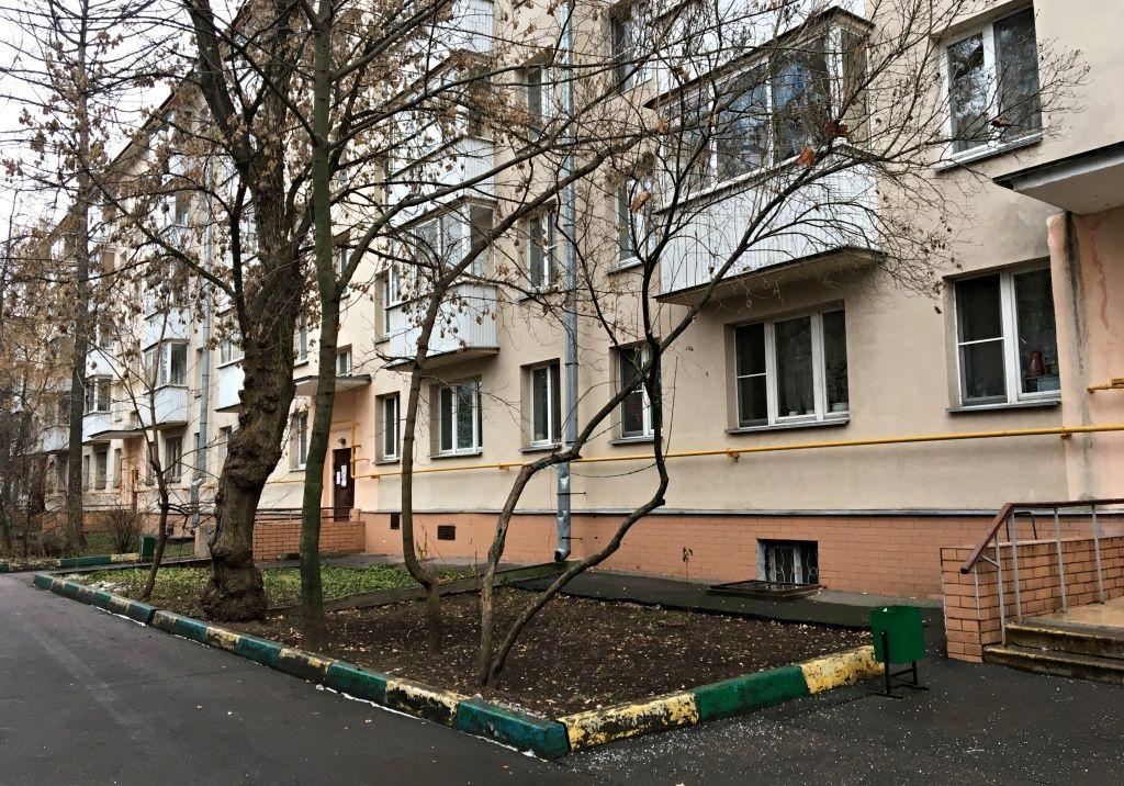 Зима в городе: специалисты поселка Киевский перешли на новый режим работы