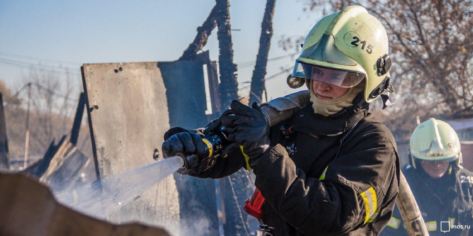 Московские спасатели более трех тысяч раз выезжали на помощь людям