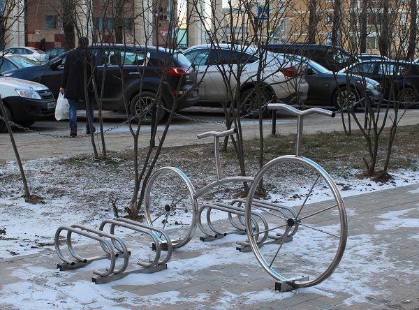 Восемь велосипедных парковок появились в Московском