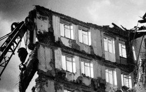 Ленинакан. Шансов спасти людей, погребенных под обломками, было мало. Но нельзя было оставлять надежду. Фото: Владимир Смоляков