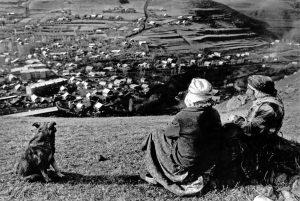 Жители горного села в районе Спитака, которое оказалось в эпицентре землетрясения. Фото: Владимир Смоляков