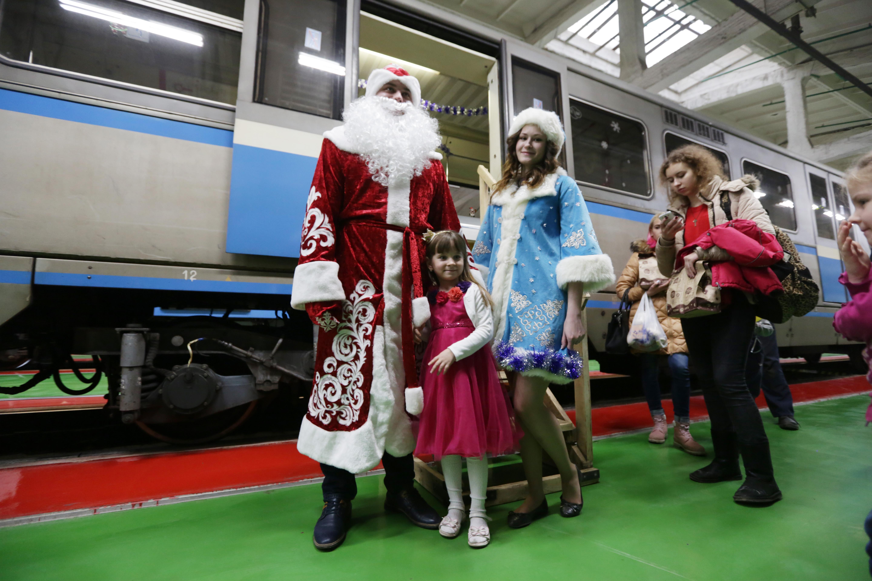 Деда Мороза около 1,5 тысячи раз заметили на общественном транспорте Москвы