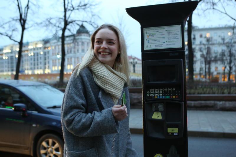 Бесплатную парковку введут в Москве в новогодние праздники