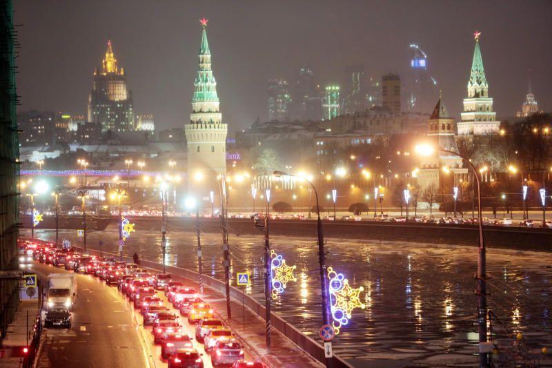 Около 50 тысяч уличных фонарей заменят в Москве