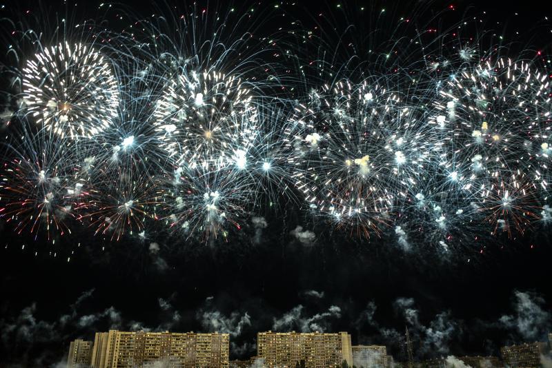 В Новый год небо над Москвой украсят разноцветные пионы и хризантемы