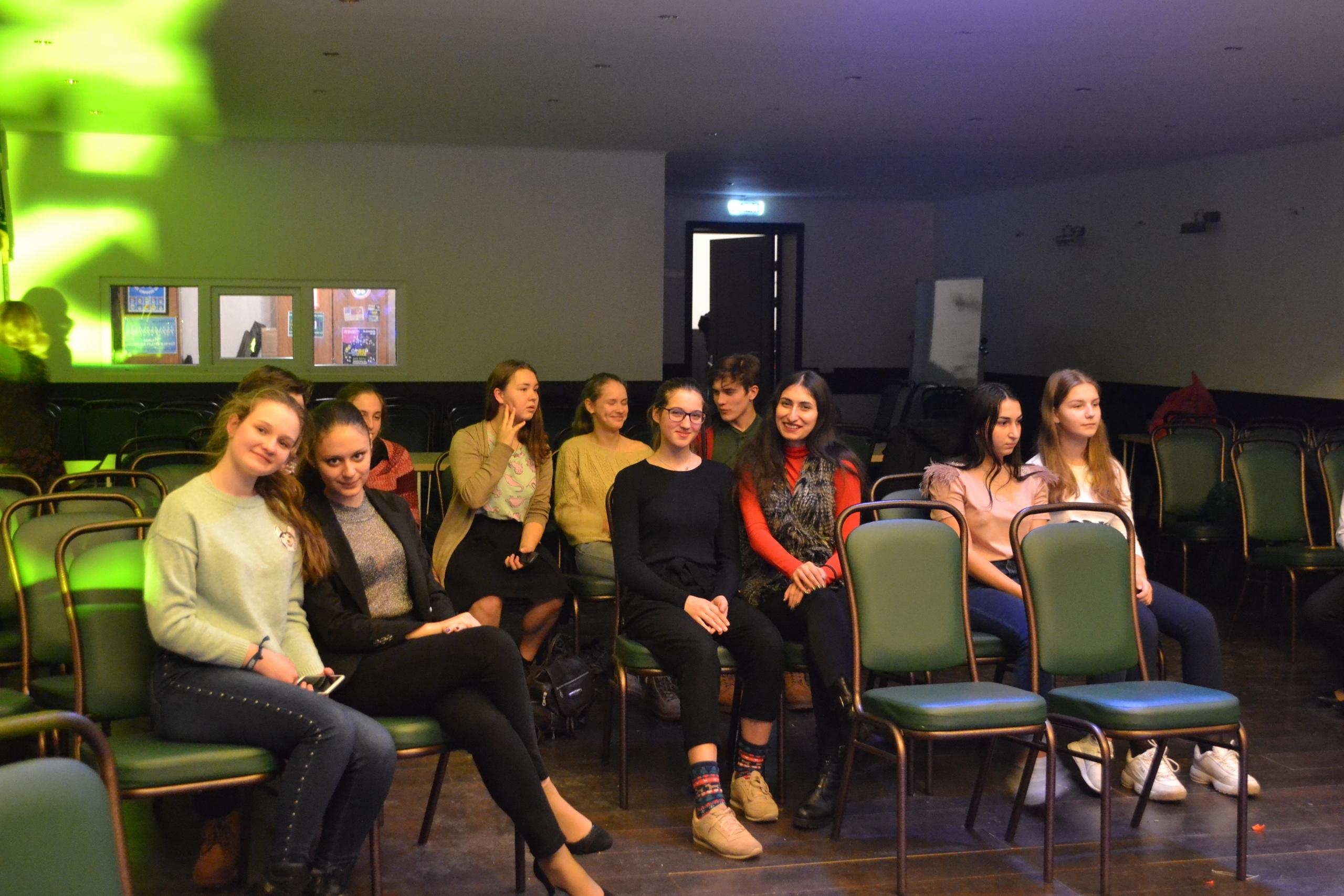 Творческая молодежь Щербинки, или поездка на арт-проект во Дворец культуры