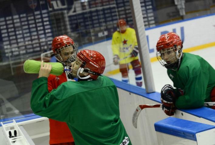 Спортсмены из Кленовского выиграли в хоккейном матче