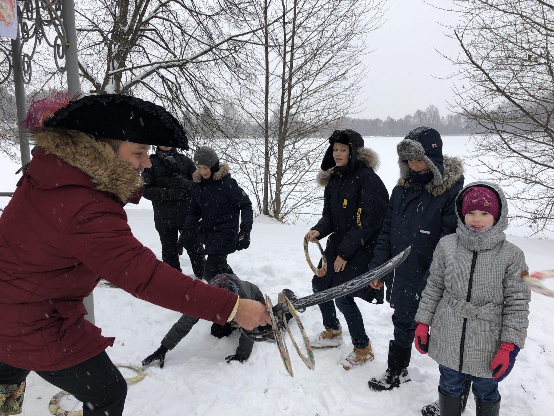 Станция №6 «Беседка». Ребята встретились с графом Иваном Воронцовым. Фото: Нелли Казарян