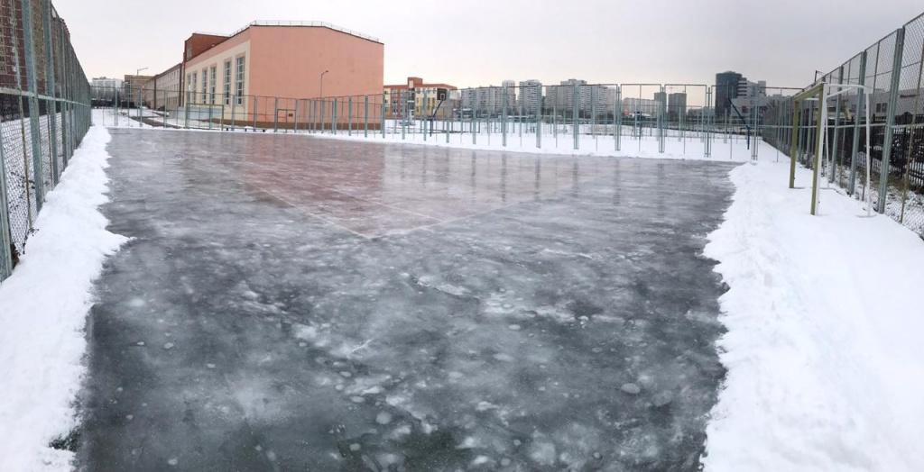 Каток и снежную горку для зимнего досуга обустроили в Московском