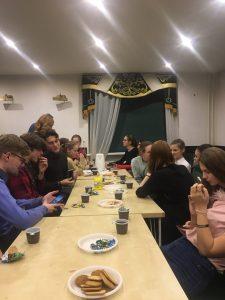 После серии удивительных выступлений мы решили сделать перерыв и сыграть в игру «Мафия». Фото: Юлия Панова