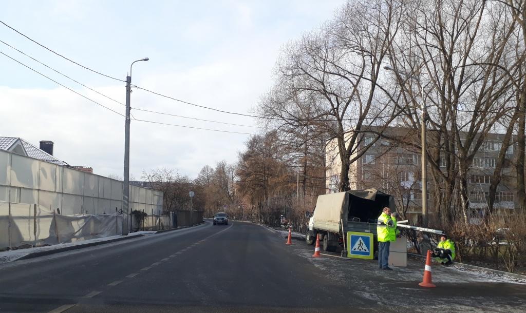 Пешеходный переход благоустроили в поселкеФабрики имени 1 Мая
