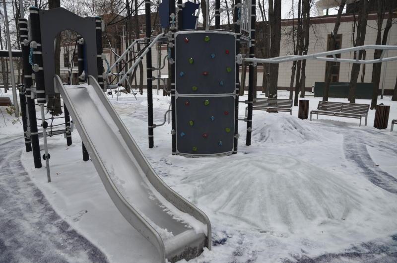 Игровой комплекс во Внуковском оградят забором