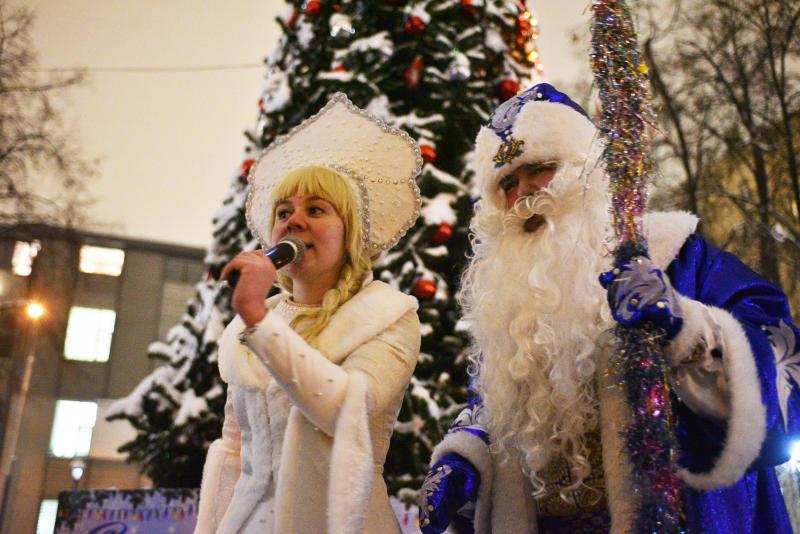 Представители Молодежной палаты Щаповского вручат подарки детям