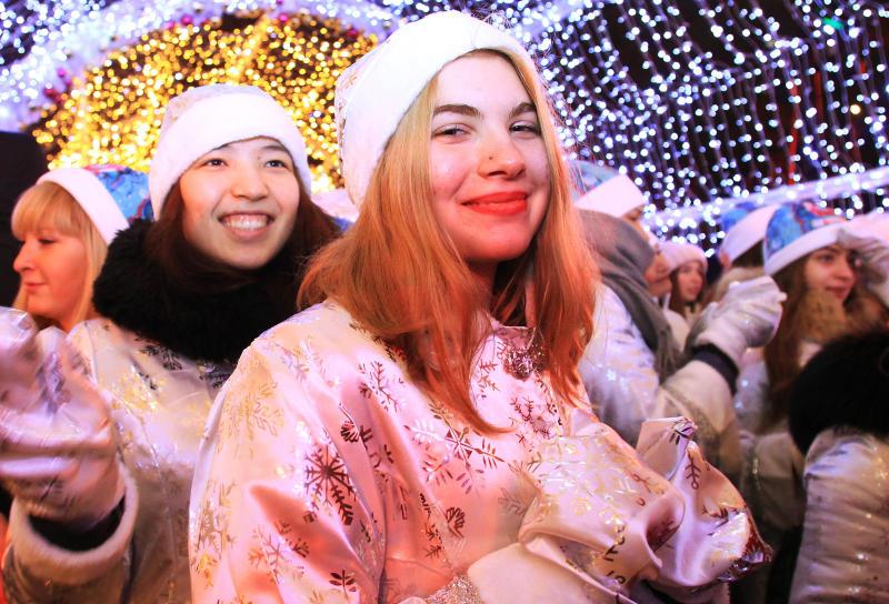 Праздник к нам приходит: новогодние площадки появятся в Московском и Десеновском