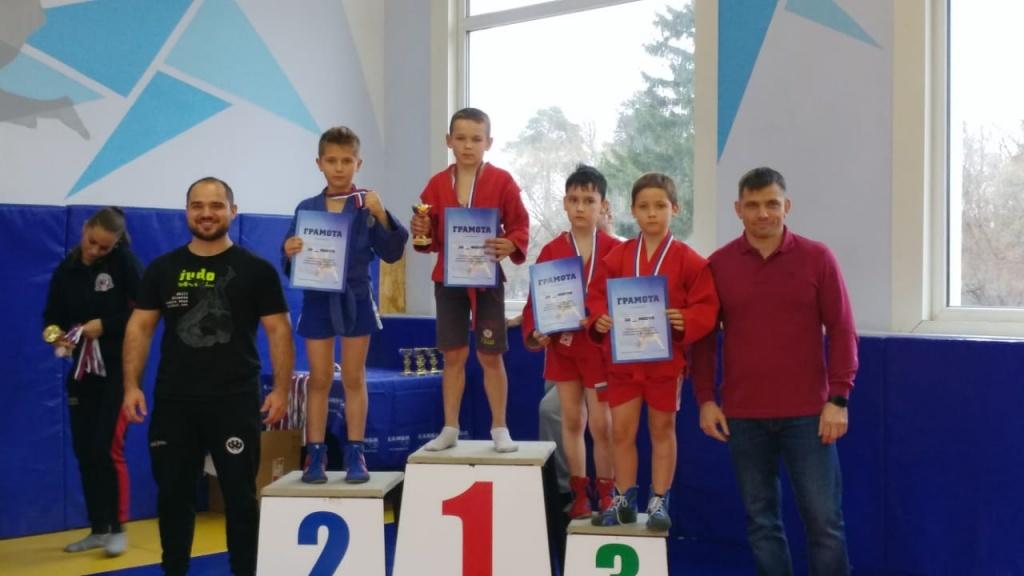 Самбисты из Роговского поборются за победу в окружных соревнованиях