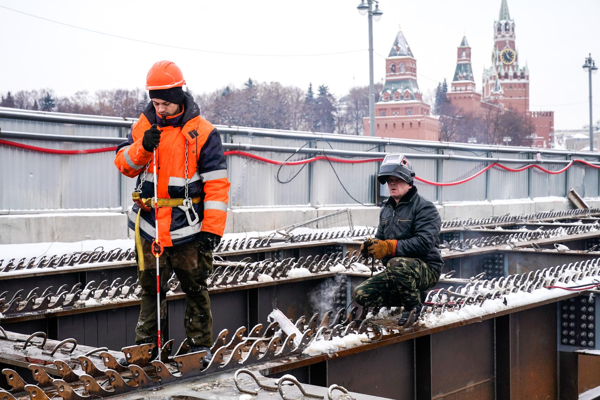 Движение по Большому Москворецкому мосту ограничили почти на год