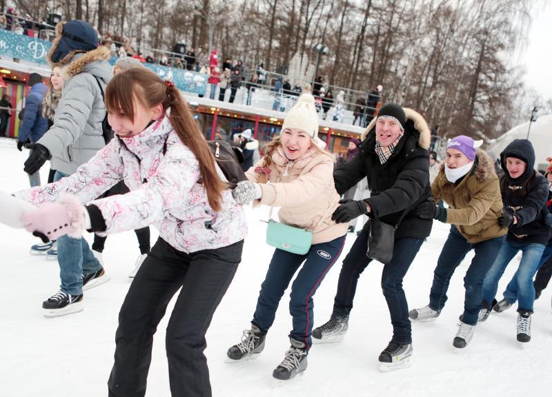 Ледовые площадки Москвы приняли более 60 тысяч человек в День студента