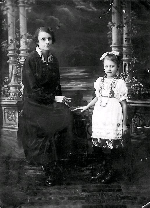 Людмила Дикунова с матерью. Фото предоставил Александр Хамулин